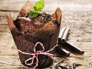 Лешникови мъфини с шоколад и сладко от боровинки